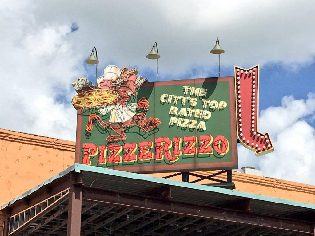 pizzerizzo-sign